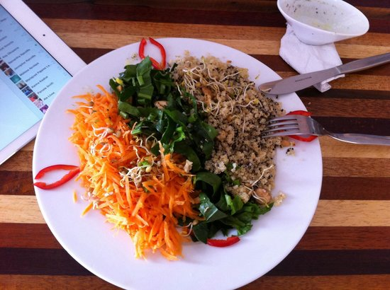 Dawn on the Amazon Cafe: Quinoa super salad, spinach, lentils sprouts, carrots and  more :D