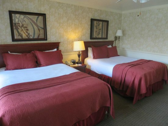 Brisas Del Mar, Inn At The Beach: One bed comfy other should be replaced