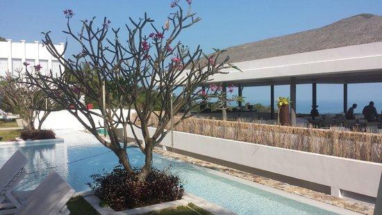 Infinity Residences & Resort Koh Samui: Main pool & Restaurant