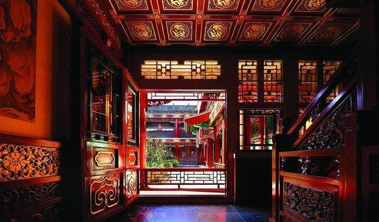 Han's Royal Garden Hotel: Our Corridor