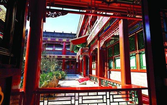 Han's Royal Garden Hotel: Courtyard Corridor