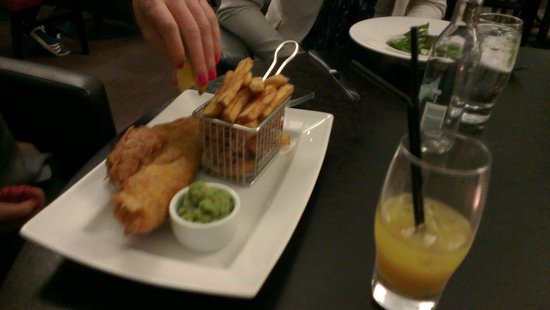 Renaissance Manchester City Centre Hotel: Fish supper at the hotel's restaurant.