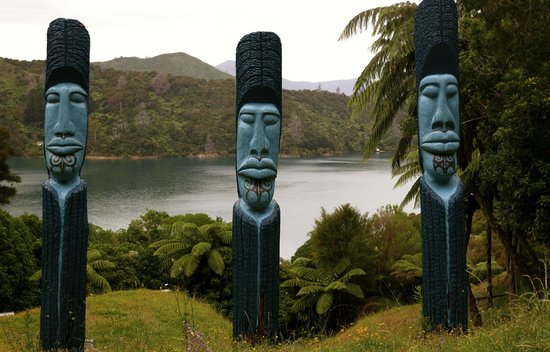 Lochmara Lodge - Wildlife Recovery and Arts Centre: tribal art