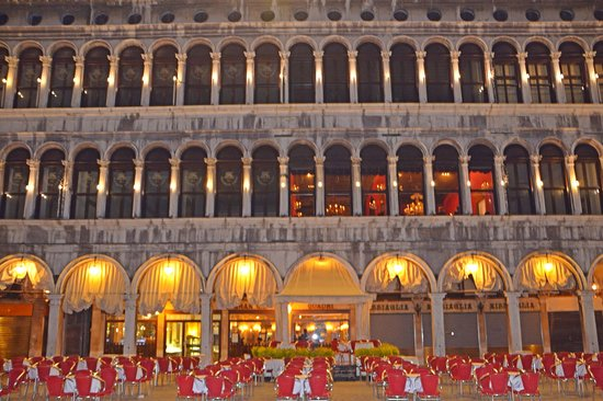 Piazza San Marco (Place St Marc) : restaurant on the square