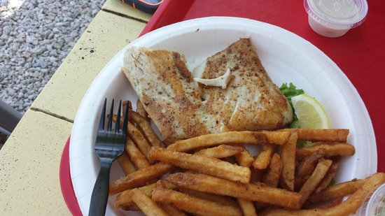 Key Largo Fisheries Backyard: Grilled Mahi Plate