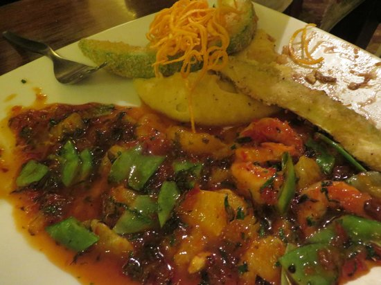 El Huacatay: Lovely piquant shrimp/veggie dish and lightly breaded avacado