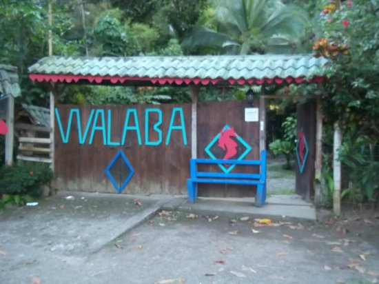 Walaba Hostel & Beach Houses : Front gate