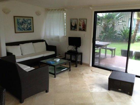 Hale Makai Cottages : Cottage #1 livingroom