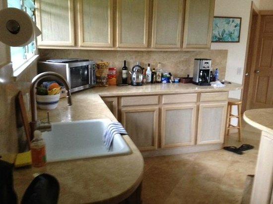 Hale Makai Cottages : Kitchen