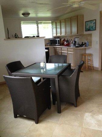 Hale Makai Cottages : Dinning room