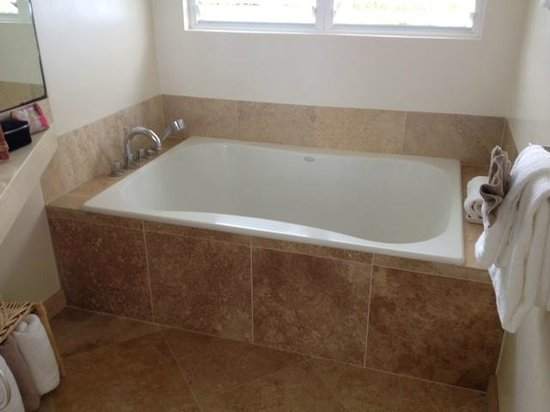 Hale Makai Cottages: Soaking tub
