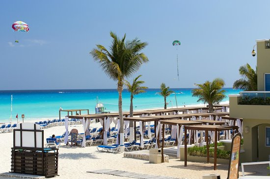 Panama Jack Resorts - Gran Caribe Cancun: Beach View from the Pool Area