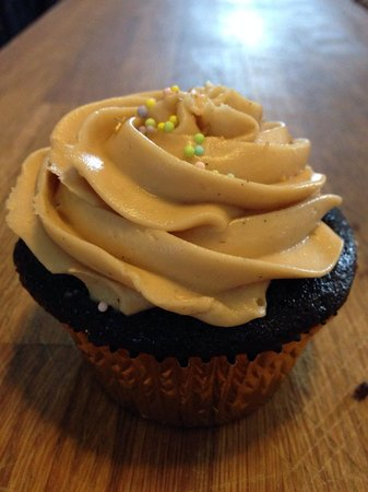 Mrs. DeLish's Cupcakes + Cafe: Peanut butter chocolate