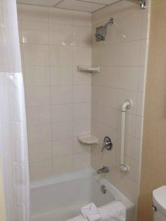 Irvine Marriott: Shower