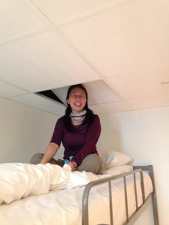 Citybox Oslo: Super low ceiling above upper bunk