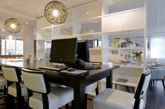 Holiday Inn Express Amsterdam-Schiphol: Business Center offering two terminals with free internet
