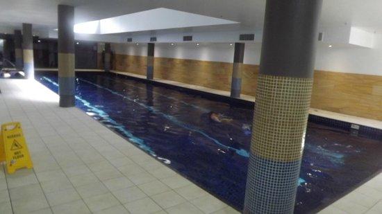 Meriton Suites George Street: pool area