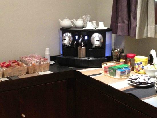 SuiteDreams Hotel: Breakfast area