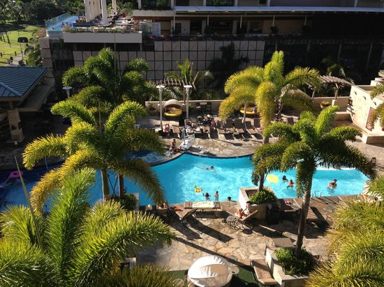 Embassy Suites by Hilton Waikiki Beach Walk: View of the pool area from Hula Tower