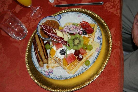 Comme Chez Vous: Waffels with fruit