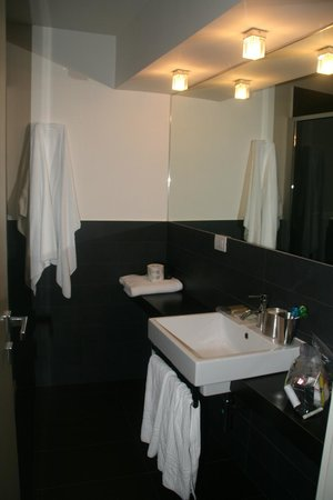 SuiteDreams Hotel: Bathroom- White Room