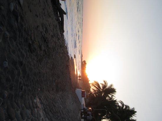 Posada Luna: sunset in el tunco