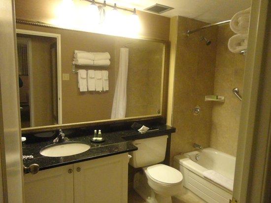 Albert at Bay Suite Hotel: Bath tub