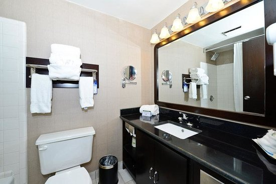 Causeway Bay Lansing Hotel: Guest Bathroom
