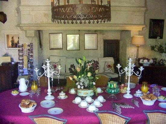 Chateau d'Ingrandes: Salle à manger pour le petit déjeuner