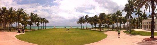 Grand Lucayan, Bahamas: Facing the Ocean, beautiful open lawn
