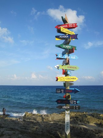 Xcaret Park: Colorful signs