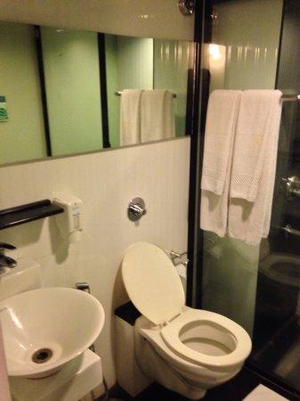 Treebo Spektrum Suites: Restroom