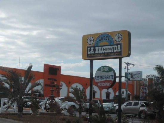 La Hacienda: Front entrance