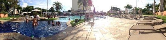 Bourbon Atibaia Convention & Spa Resort: Piscina prox ao hotel