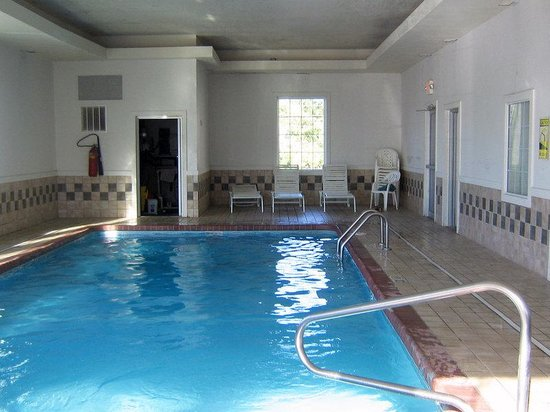 Americas Best Value Inn : Indoor Pool