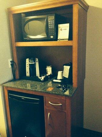 Hilton Garden Inn Toronto/Ajax: Microwave, Keurig and mini fridge