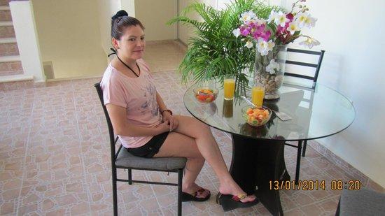 Hotel Marites Tulum: Desayuno en área común