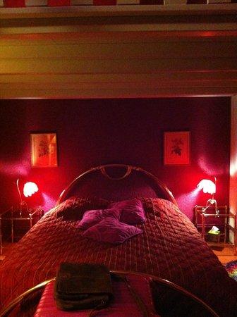 Au 10 d'Aygu - Chambres d'hôtes en ville : Le lit
