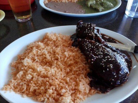 La Tarasca: Pollo en mole w/ rice