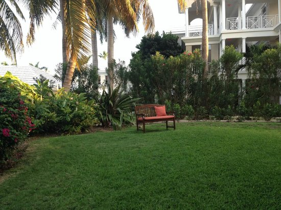Plantana Condominiums: grounds