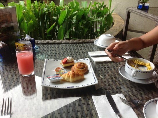 The Oasis Lagoon Sanur : Breakfast