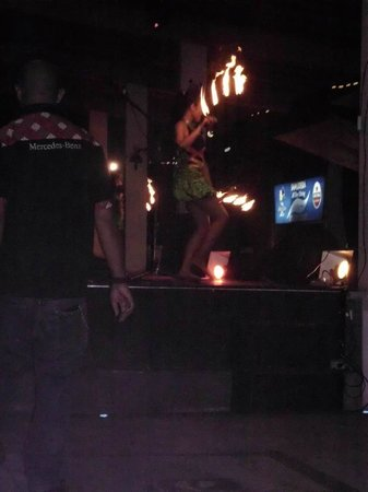 Grand Istana Rama Hotel Bali : Fire dancers at Tequila Bar