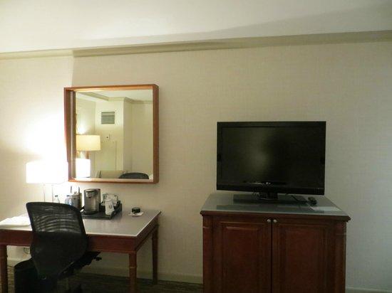 The Westin Michigan Avenue Chicago : desk area