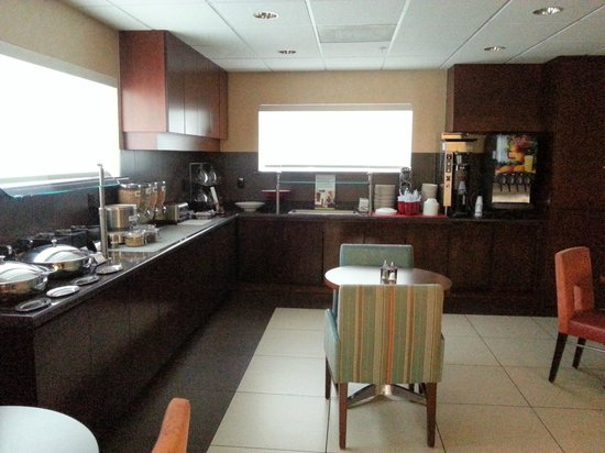 Residence Inn Fort Myers: Breakfast Serving Area