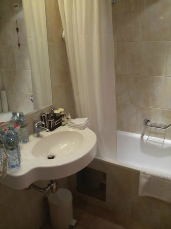 Hotel National, a Luxury Collection Hotel: Classic Room Bathroom