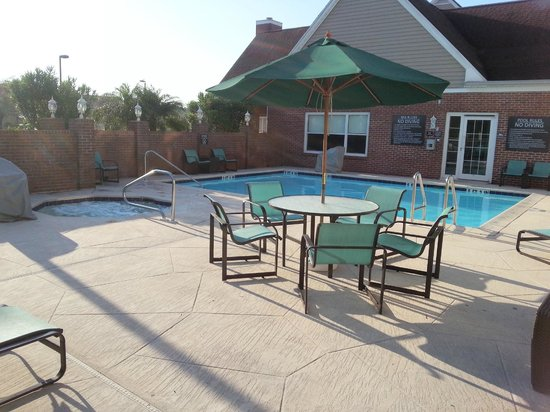 Residence Inn Fort Myers : Pool and Hot Tub