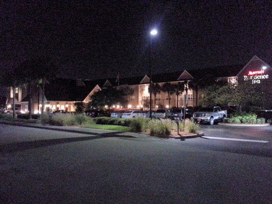 Residence Inn Fort Myers : Hotel @ Night
