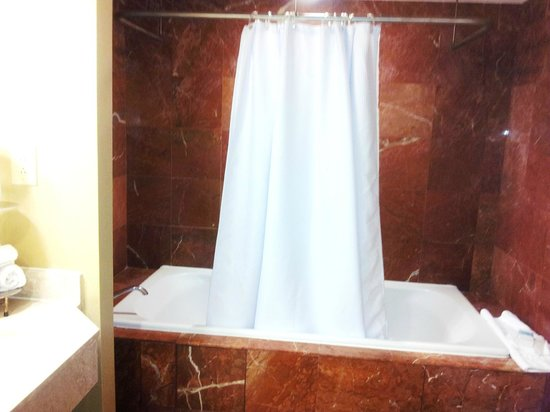 Omni Royal Crescent Hotel: Jetted Tub