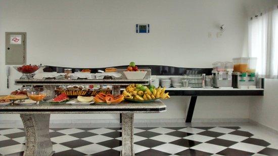 Atlantico Inn: Buffet do café da manhã