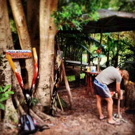 The Arts Factory Backpackers Lodge: Make your own dijeridoo
